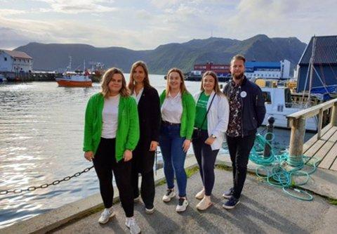 Tora Helgesen(leder), Tiril Olsen (nest leder), Emma Mikkola (Styremedlem), Frida Abrahamsen (medlem) og Henny Skavhaug (medlem) drar denne helgen til Buskerud for å delta på Vårslepp.