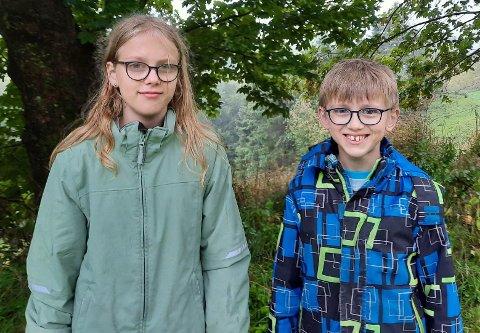 SKARPE PENNAR: Eline (12) og Vebjørn (10) Mjønerud blei premievinnarar på topp ti-lista då tidsskriftet Framtida Junior lyste ut til skrivekonkurranse i haust.