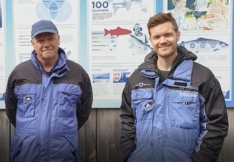 Alex og Erlend Vassbotten frå Steivik Fiskefarm meiner politikarane tek feil når dei vil legge ned skulen i Steihovden.