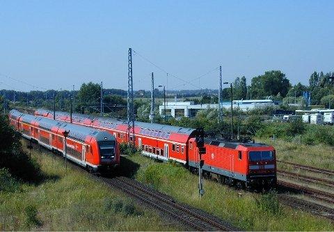 MEST AKTUELL: Ifølge Aftenposten er det vogner som dette, trukket av lokomotiv, som er mest aktuell å sette inn på Østfoldbanen.