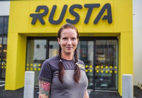 ÅPNER NY BUTIKK: Eldrid Lange (37) er varehussjef i den splitter nye Rusta-butikken som åpner i Dikeveien 30. oktober.