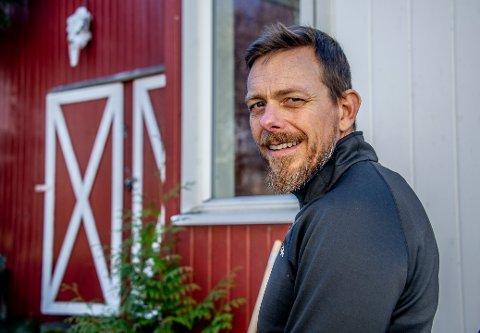 PRAT SAMMEN: Psykologspesialist Anders Lindskog oppfordrer foreldre til å prate med barna sine om de vanskelige tingene.