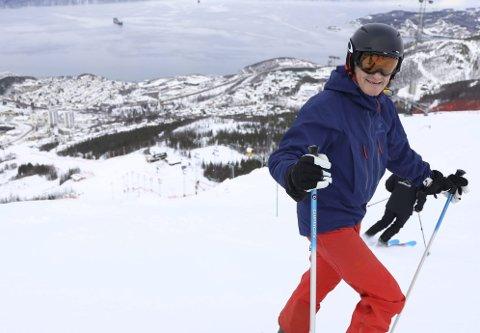 NARVIK-VENN: Partileder i Arbeiderpartiet, Jonas Gahr Støre, ser muligheter for vekst i Narvik. Her fra da han gjestet de mulige VM-løypene i 2019.