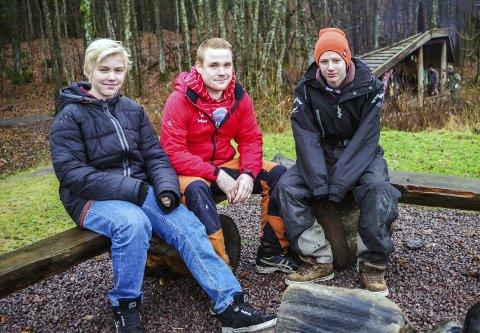 TURGLADE: Emil Tinnion-Varholm (16), styreleder Lars Jensen og Robin Bruserud Thue (16) har kost seg på tur i helga.