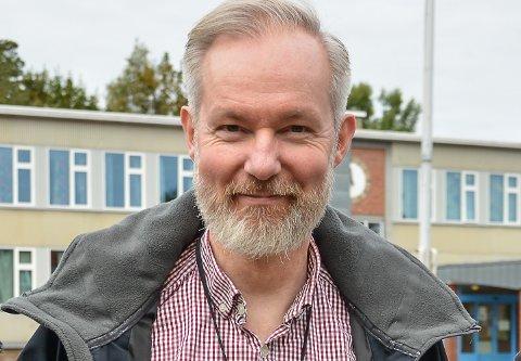 STÅ LØPET UT: Kommunelege Niels Kirkhus minner om at vi fortsatt må følge smittevernreglene, så det ikke blir en oppblomstring, som det er i Holmestrand.