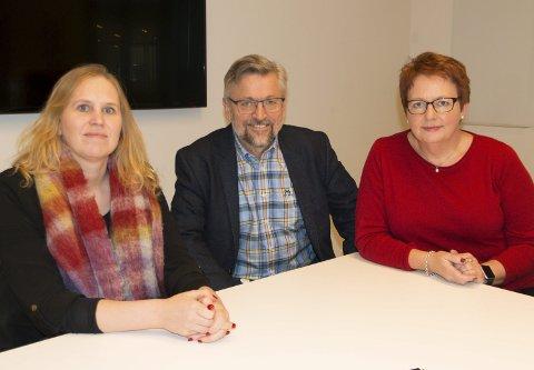 MOT PRIVATISERNG: Regionale Arbeiderparti-profiler varsler kamp mot privatisering av offentlige tjenester. Fra venstre Eidskog-ordfører Kamilla Thue, Kongsvinger-ordfører Sjur Strand og Elin Såheim Bjørkli, ordførerkandidat i Kongsvinger.