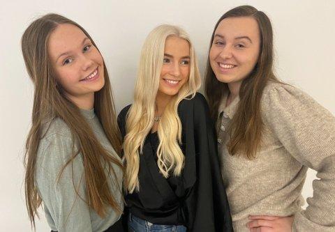 HJELPEMIDDEL: Den geniale MineMinner, en snakkende bok som hjelpemiddel for demente, gjør at Åsa Lindkjenn Larsen (18), Sara Disen (18) og Oda Celine Løken (18) fra Skarnes videregående skole er i NM for ungdomsbedrifter.