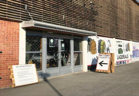 ÅPNER SNART: Militært lagersalg slo an i Kongsvinger for noen måneder siden. Nå dukker butikken opp igjen.