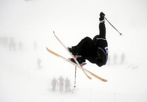 Et luftig svev: Christian Nummedal i et luftig svev. Det var mange gode hopp på Skeikampen, men ingenting kunne måle seg med det Nummedal presterte.    Alle foto: Martin Røsjorde Lindstad