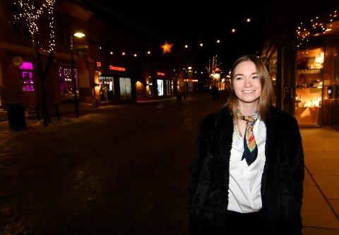 BLIR LEDER: Nina Bakås (22) har nytt rolige juledager hjemme på Lillehammer. Nå er hun klar til å ta fatt på det nye året som ny leder i studentorganisasjonen Start Norge og mastergradsstudier i informatikk ved Universitetet i  Oslo. - Jeg sier ja til alt jeg synes er kult, sier Bakås.
