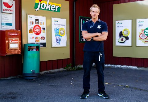 Onsdag kveld offentliggjorde butikksjef på Joker Vingar, Jørgen Knudsen, at butikken skal legges ned 24. november i år. Det betyr at to fast ansatte og to ekstrahjelper mister arbeidsplassene sine.