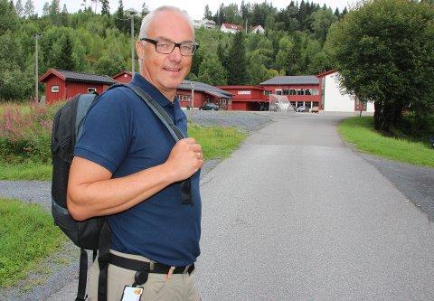2,2 MILLIONER: Skolefaglig rådgiver Jan Woie har allerede fordelt mesteparten av pengene på Lunners tre barneskoler.