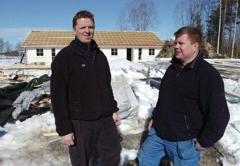 Trenger tomter: Flere kommunale boligtomter vill vært bra for byggenæringen og samtidig gitt kommunen sårt trengte inntekter mener Torstein Gjødalstuen og Lasse Moen.