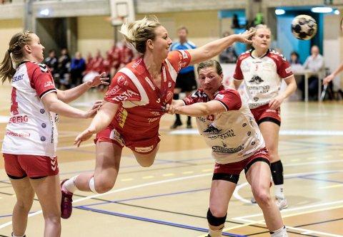 Anette Helene Hansen og de andre A-lagsspillerne i Halden Håndballklubb har sagt ja til en midlertidig lønnsreduksjon.