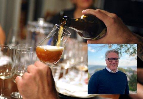 Håvard Tafjord stilte det i hasteinnkalte formannskapsmøtet spørsmål om det nå er forsvarlig med alkoholservering i Halden sentrum på bakgrunn av den siste utviklingen rundt virusmutasjon og utbruddet i Nordre Follo.
