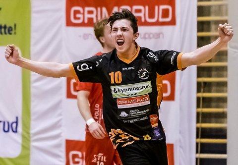 TIL ELVERUM: Kasper Thorsen Lien (19) har skrevet en 3 års kontrakt med Elverum. Den talentfulle kantspilleren forlater Halden Topphåndball etter årets sesong.