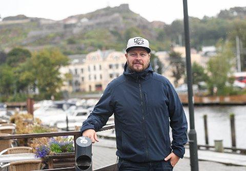 Fredrik Glader bor i leilighet i sentrum, og trives i sin nye hjemby.