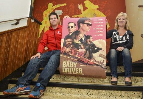 Klare for festival: Festivalsjef Jarle Mikkelsen og kinosjef Bjørg Skogasel ser fram til filmfestivalen for barn og unge om fjorten dager. I løpet av helgen 25-27 august skal det vises åtte nye filmer, som «Baby Driver», med blant andre Jamie Foxx og Kevin Spacey på rollelisten. – Det blir både rød løper og konkurranser, sier Mikkelsen.