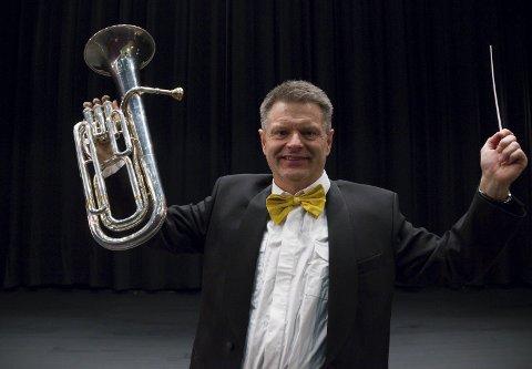 NYTTÅR PÅ BØMLO: Stein Høyland er dirigent for Bømlo Janitsjar som står bak nyttårskonserten som er utsolgt.