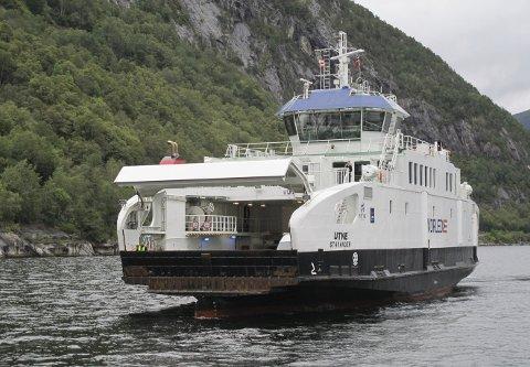 Nå er det definitivt slutt for MF Utne i norske fjorder og i norske farvann generelt. Om litt går turen til Vest-Skottland og nye eiere – og helt nytt navn. Foto: HARALD SÆTRE
