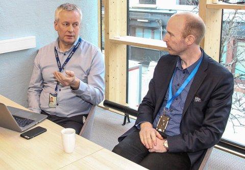 Atle Edvardsen (t.v.)  og Terje Larsen Nicolaysen er henholdsvis banksjef og leder for Sparebank1Nord-Norges regnskapsavdeling i Mosjøen.