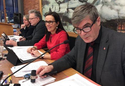 KLUBBA: - Her stemmes, sier ordfører Alf E Jakobsen i siste kommunestyre før jul.