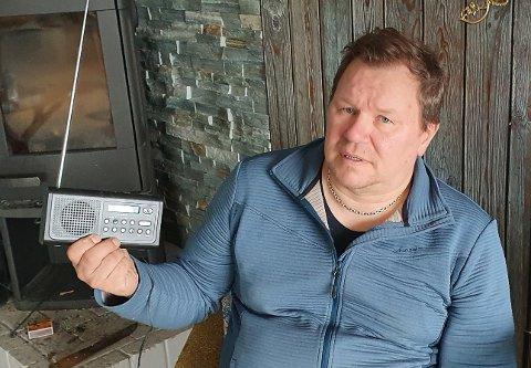 BARE FJAS: Stein-Arild Olaussen mener det er bare fjas når han slår på NRK Finnmark om morgenen.