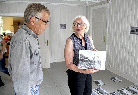 SJELDEN SETT FØR: – De fleste bildene er sjelden sett tidligere, viser Kari Johansen og Jan Gunnar Flannum. Foto: Lars Ivar Hordnes