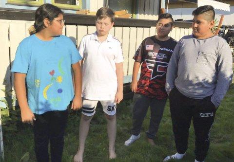 MÅ GÅ: Trist start på skoleåret for (fra v.) Aurora Monje, (10), Loke Nås (13), Leon Monje (12) og Gabriel Monje (12). Foto:  Stefany Eva Monje