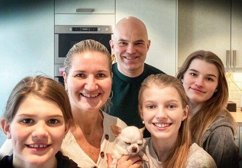 EN FORNØYD GJENG, f.v: Hedda (9), mamma Elita, pappa Frode, Mille (11) og Nea (15).