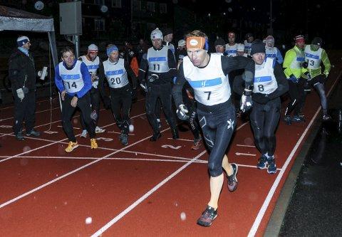 Starten: Plutselig var Drømmemila 2016 i gang. Per Gunnar Mustad (nummer 7) fra Langesund Triatlon var raskest ut og først i mål.
