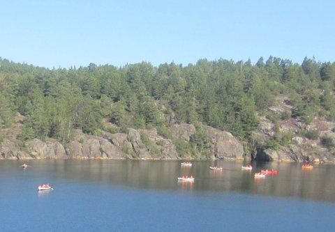 LEIRSKOLE: Sportellets båter med leirskoleelever som lærer seg sjømannskap.