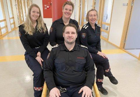 Damer på alle kanter: Brannsjef Morten Meen Gallefos har damer på alle kanter i den nye ledergruppa for Grenland brann og redning. Hanne Kjersti Pedersen, Marianne Tovsen Savio og Mari Bjørge sørger for at det er kvinneflertall i gruppa.
