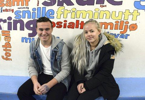 SOSIALE: Marius Quam  og Therese Koløy Eide fortel at ungdommane snakkar meir i lag etter at det vart mobilforbod på skulen.