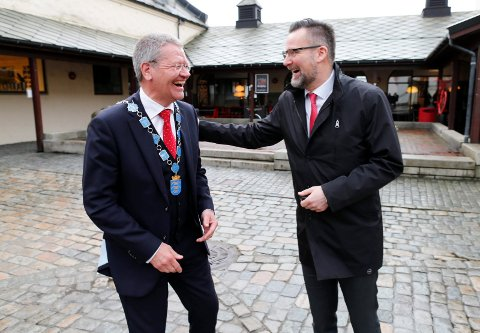 SIKRER OPPKJØP: Ordfører i Haugesund Arne-Christian Mohn og ordfører i Karmøy Jarle Nilsen.