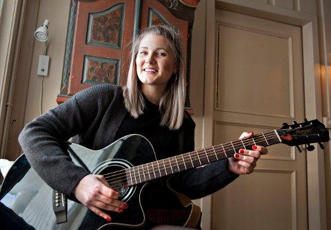 KOMMER: Sigrid Elise Fossan skal spille på utescenen på Christians kjeller fredag kveld.