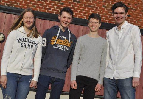 SUPERQUIZZERNE: 13. april kan du se Maria Helme Bere, Sverre Strand, Daniel Oppen og Henrik Strandrud Bjørnøy fra Tranby skole i NRKs TV-program Klassequizen. De skal representere Buskerud.