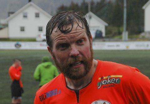 I stolpen:  - Det er i det minste det nærmeste jeg har vært scoring i år, sier Ballstad-veteran Pål Øystein Berg etter et stolpeskudd som kunne avgjort lørdagens oppgjør mot Høken.Begge foto:Eirik EidissenFoto
