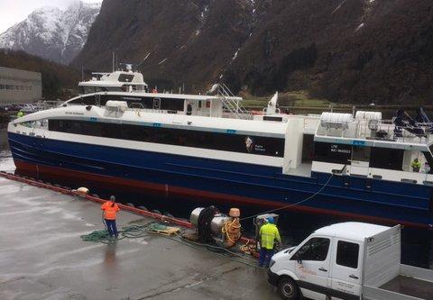 M/S «Regine Normann» sjøsatt og klar for rigging ved kai hos Brødrene Aa skipsverft i Hyen i Nordfjord.