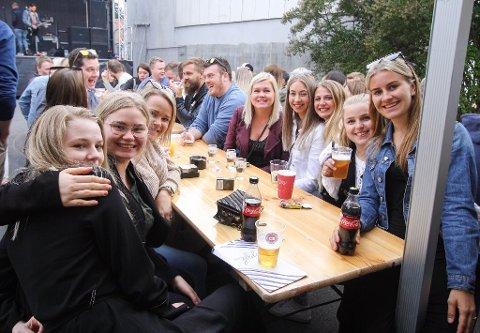 MYE FOLK: De populære sommerkonsertene trekker mye folk fra Lyngdal og andre steder i distriktet.