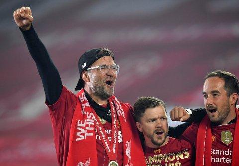 KLOPP: Liverpool-manager Jürgen Klopp feirer ligagullet. Nå kan du følge han og klubben i sesongoppkjøringen.