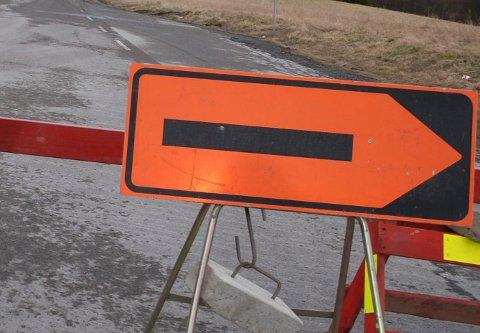 STENGT: Fylkesvei 120 blir stengt ved Kure i Våler det kommende døgnet.