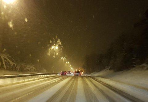 DÅRLIGE FORHOLD: Yr advarer mot dårlige kjøreforhold det neste døgnet grunnet sludd og regn. (Arkivfoto)
