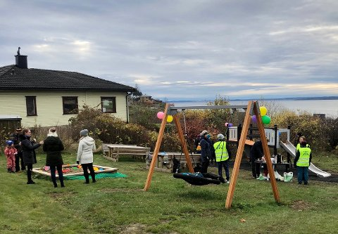 FEST: Søndag var det åpningsfest for den nye lekeplassen i Snorres vei.