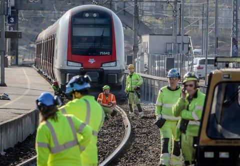 OMFATTENDE SKADER: Avsporingen ved Moss stasjon lagde store skader på sporet.