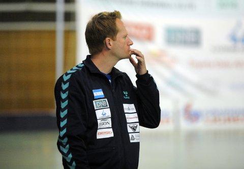 BETENKT: Trener Bendik Berg fikk noe å tenke på mot Sola etter 34 skuddbom.