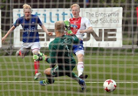 ENDELIG: Emil Ekblom scoret ett av målene da KFUM/Oslo tok sin første seier i Postnord-ligaen.