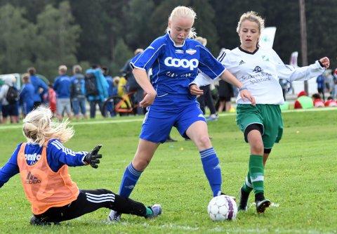 HATTRICK: Thea Sofie scoret tre mål i 6-0 seieren over Koppervik.