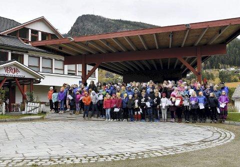 Verdensdagen for psykisk helse: Otta skole markerte dagen med ulike aktiviteter for at elevene skulle skape nye relasjoner. Dagen ble avsluttet med allsang i parken, hvor de blant annet sang «Stopp, ikke mobb».
