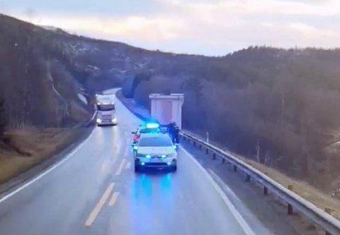 STOPPORDRE: Uteboden var ikke godt nok sikret på hengeren. Nå anmeldes trolig sjåføren.